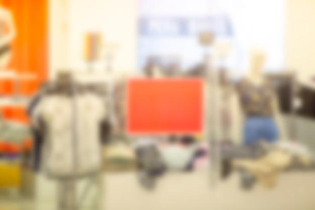 Zamazane obrazy w domach towarowych po mniej zatłoczonym koronawirusie