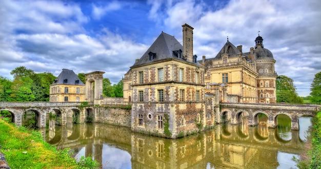 Zamek chateau de serrant w dolinie loary we francji