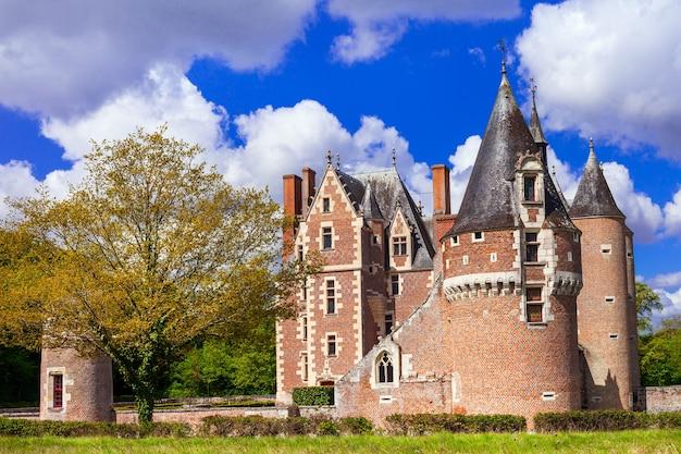 Zamek chateua du moulin, średniowieczne zamki doliny loary we francji