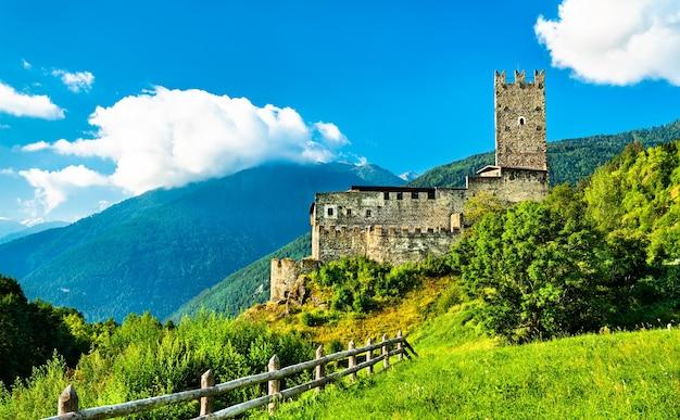 Zamek furstenburg w burgeis - południowy tyrol, włochy