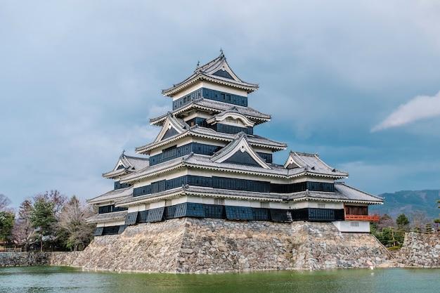 Zamek matsumoto w osace w japonii