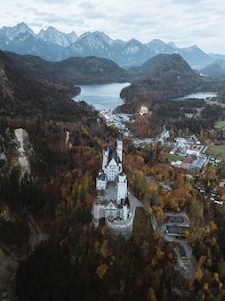 Zamek neuschwanstein jesienią, niemcy