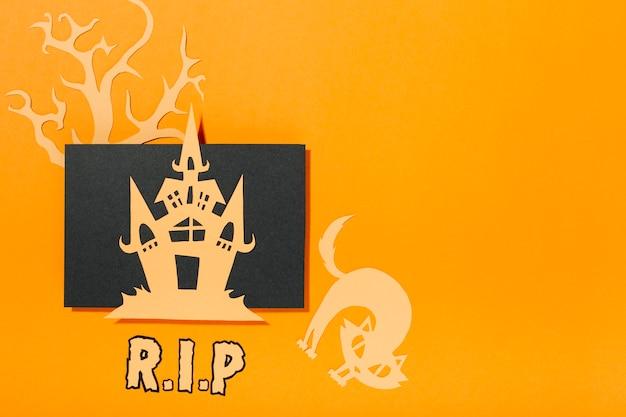 Zamek położony na kartce papieru z napisem kota i ri p