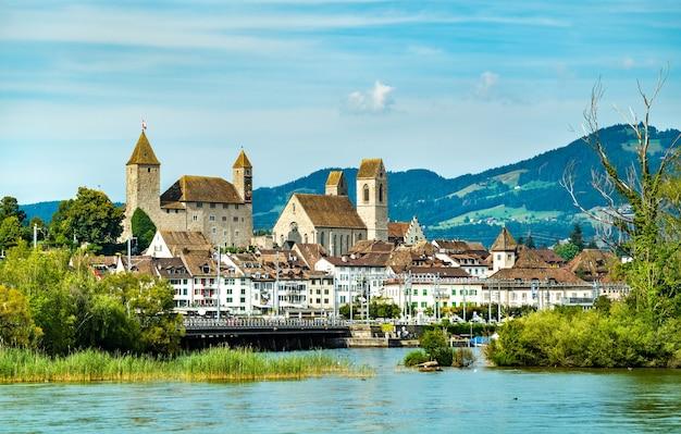 Zamek rapperswil w rapperswil-jona nad jeziorem zuryskim w kantonie st. gallen w szwajcarii