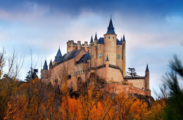 Zamek segovia w listopadzie
