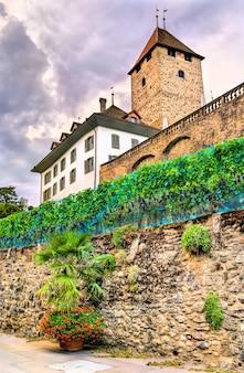 Zamek spiez w kantonie berno w szwajcarii