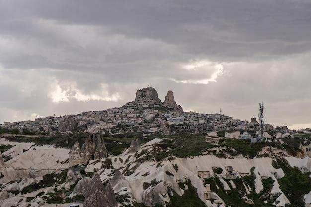 Zamek uchisar w göreme, kapadocja, turcja.