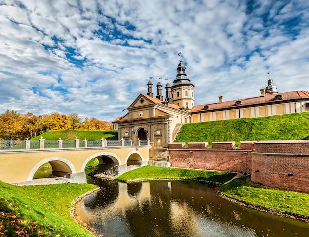 Zamek w nieświeżu - średniowieczny zamek na białorusi