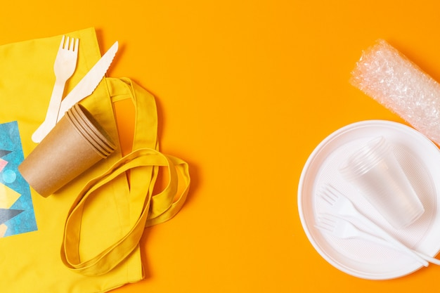 Zamiast toreb plastikowych używaj toreb papierowych, toreb z naturalnej bawełny i toreb na produkty
