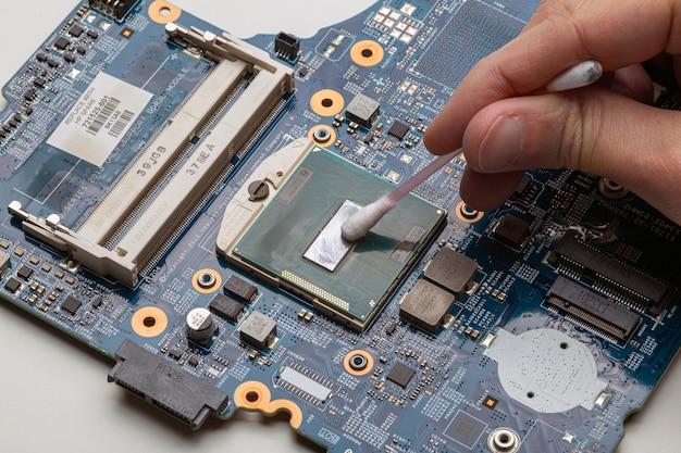 Zamienniki pasty termicznej do procesora w laptopie