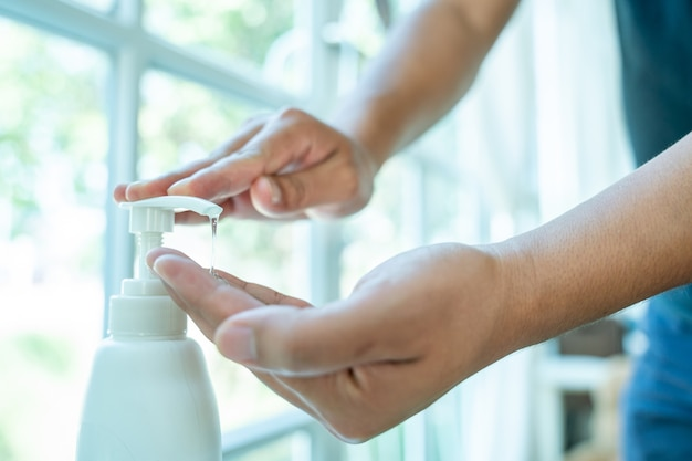 Zamknąć mycie rąk żelem dezynfekującym, umyć ręce żelem alkoholowym.