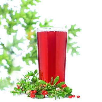 Zamknąć na red сowberry i berry juice glass