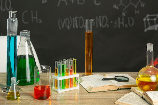 Zamknąć probówki laboratoryjne