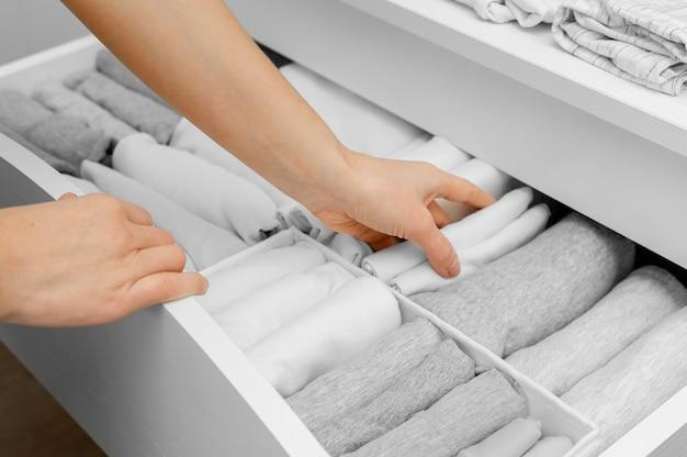 Zamknąć układanie ubrań