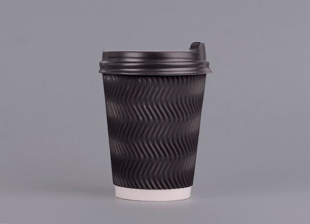Zamknięta papierowa filiżanka do kawy z teksturą