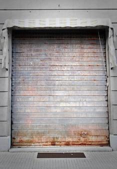 Zamknięte drzwi garażowe