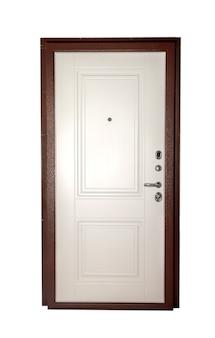 Zamknięte przednie drewniane lub metalowe brązowe drzwi wejściowe do wyjścia na białym tle na białym tle. tła dla twojej kreatywności. koncepcja zamkniętych drzwi do mieszkania lub biura projektowego. skopiuj miejsce na stronę