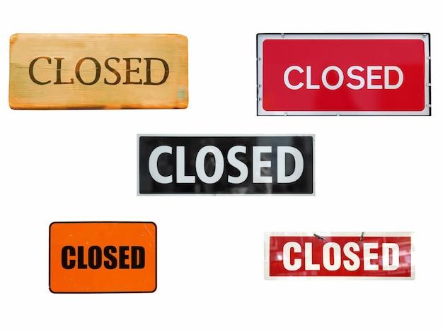 Zamknięte znaki izolowane nad białymi