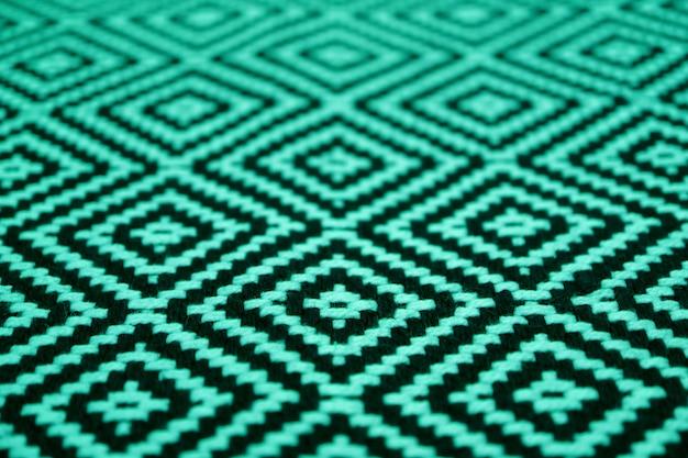 Zamknięto piękną etniczną tkaninę w kolorze miętowej zieleni i czerni
