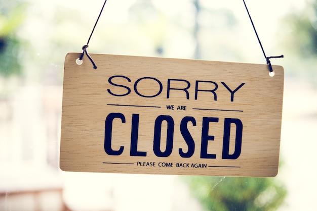 Zamknięty znak w sklepie