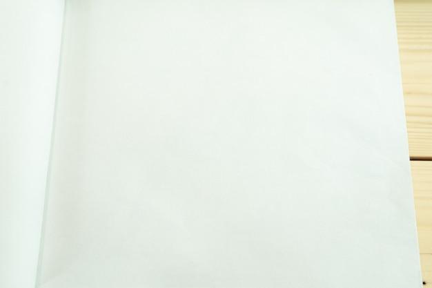 Zamknij do zwykłego i jasnego tła tekstury białej księgi.