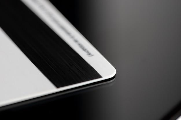 Zamknij kartę kredytową. koncepcja posiadacza karty prywatności. koncepcja wirtualnej gotówki. transakcje.
