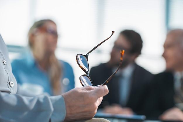 Zamknij obraz tła kobiety biznesu na zdjęciu biurowym z copyspace
