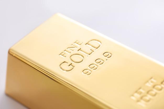 Zamknij się grzywny sztabek złota
