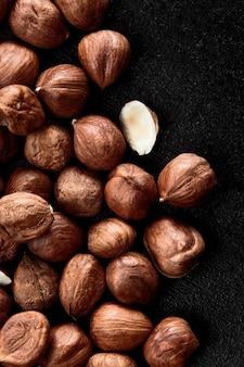 Zamknij się jądra orzechów laskowych - tło ramki żywności, makro szczegółowe bliska.