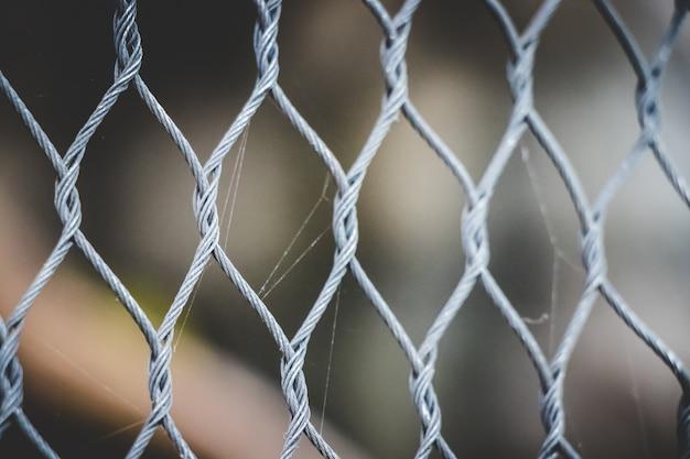 Zamknij się metalowe ogrodzenie