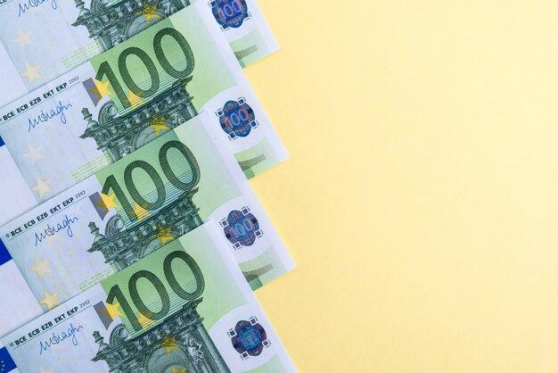 Zamknij się na banknotach euro gotówki