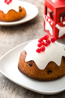 Zamknij się na christmas pudding z porzeczką