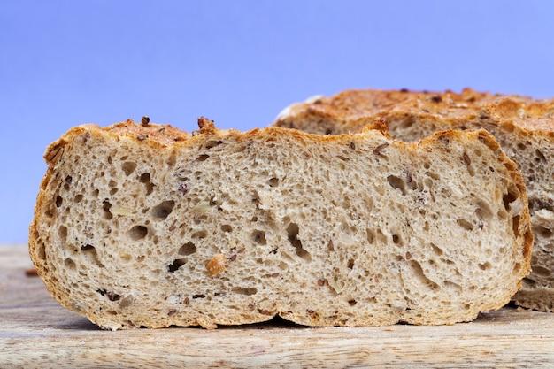 Zamknij się na krojonym chlebie