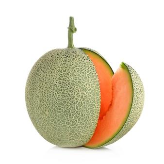 Zamknij się na melon kantalupa na białym tle