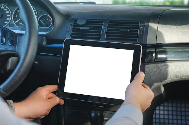 Zamknij się na pustym cyfrowym tablecie w samochodzie