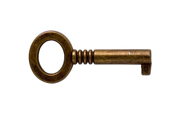 Zamknij się na stary klucz z brązu na białym tle
