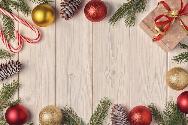 Zamknij się na świąteczne dekoracje z prezentami