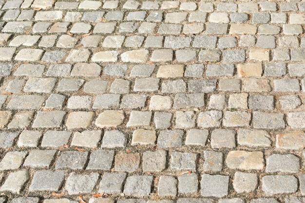 Zamknij się na szarym starym chodniku z dużymi kamieniami