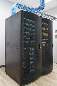 Zamknij się nowoczesne wnętrze serwerowni, super komputer