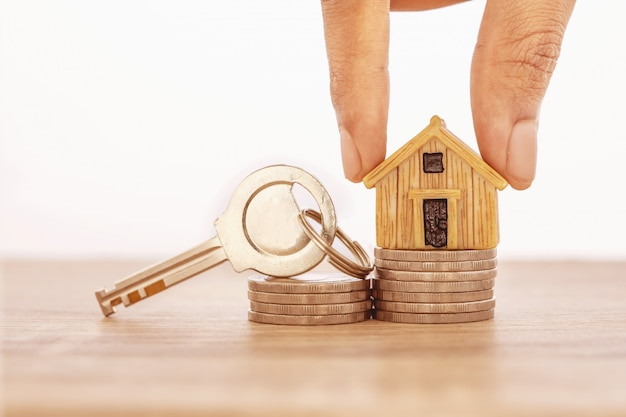 Zamknij się ręcznie umieszczając miejsce modelu domu na układanie