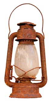 Zamknij się rusty latarnia oleju na białym tle