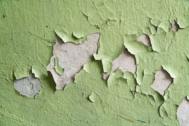 Zamknij się stare pęknięcia sztukaterie na ścianie.