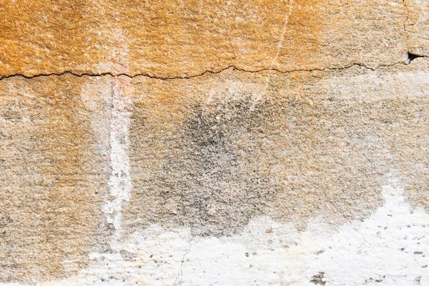 Zamknij się stare ściany cementu pomalowane na biało, peeling tekstury farby i tła.