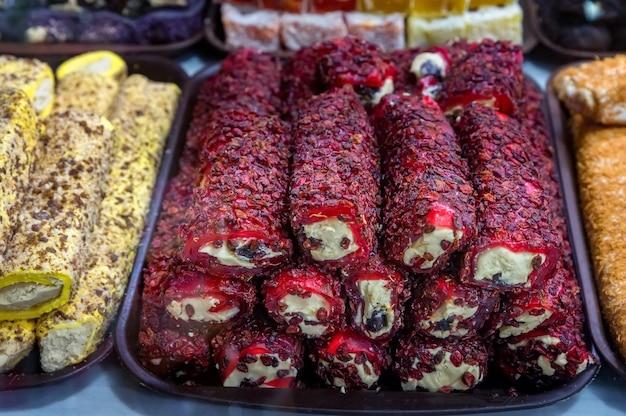 Zamknij się z khyurrem lokum na rynku tureckim