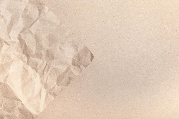 Zamknij się z recyklingu brązowe zmarszczki pogniecione stare z teksturą strony papieru