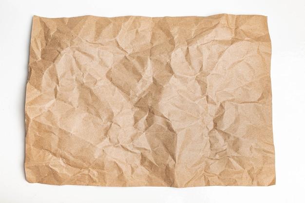 Zamknij się z recyklingu brązowy zmarszczek zmięty stary z szorstkim tle tekstury strony papieru. zagnieceń grunge pergamin wzór vintage design
