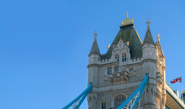 Zamknij się z tower bridge w londynie w wielkiej brytanii