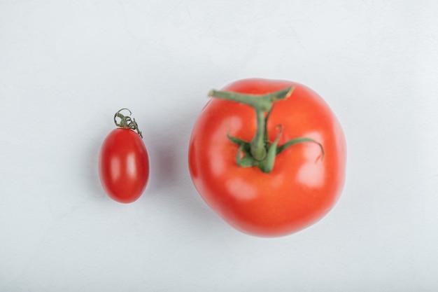 Zamknij się zdjęcie organicznych pomidorów cherry. wysokiej jakości zdjęcie
