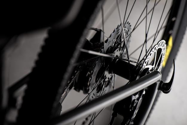 Zamknij tylną kasetę roweru górskiego