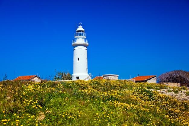 Zamknij u pon starą latarnię morską w pafos na cyprze